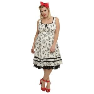 HOT TOPIC Gray Floral Fit and Flare Spring Dress